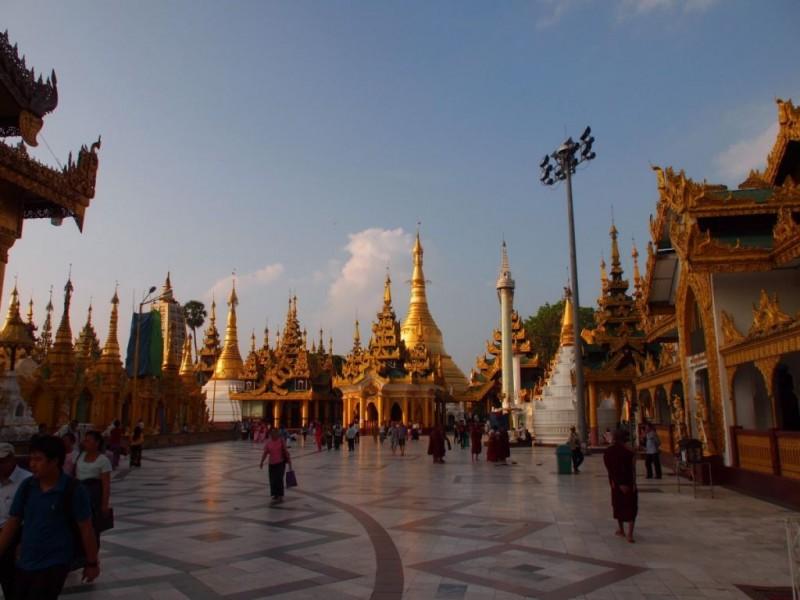 pagoda myanmar train