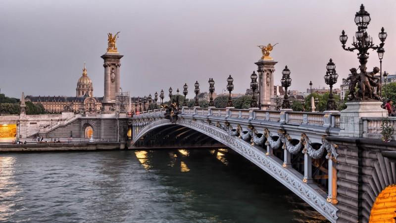 salary in Paris