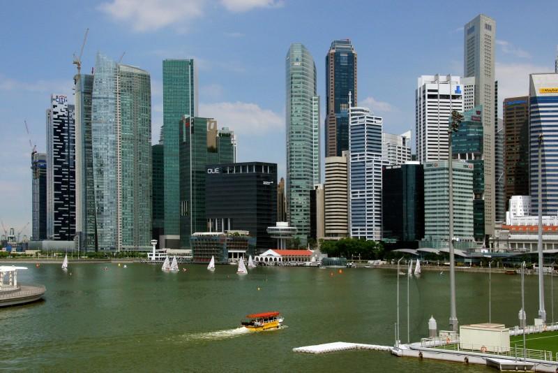 average minimum salary in Singapore