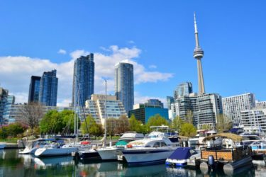 where to stay in toronto