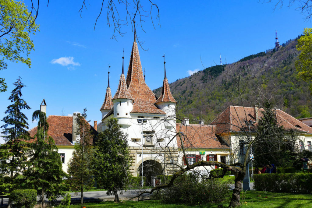 where to stay in brasov