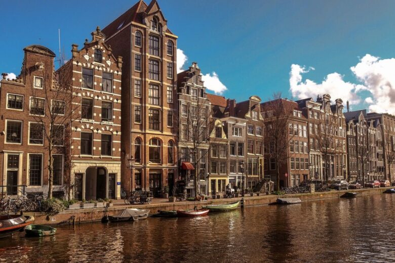 Amsterdam to charge overnight tax